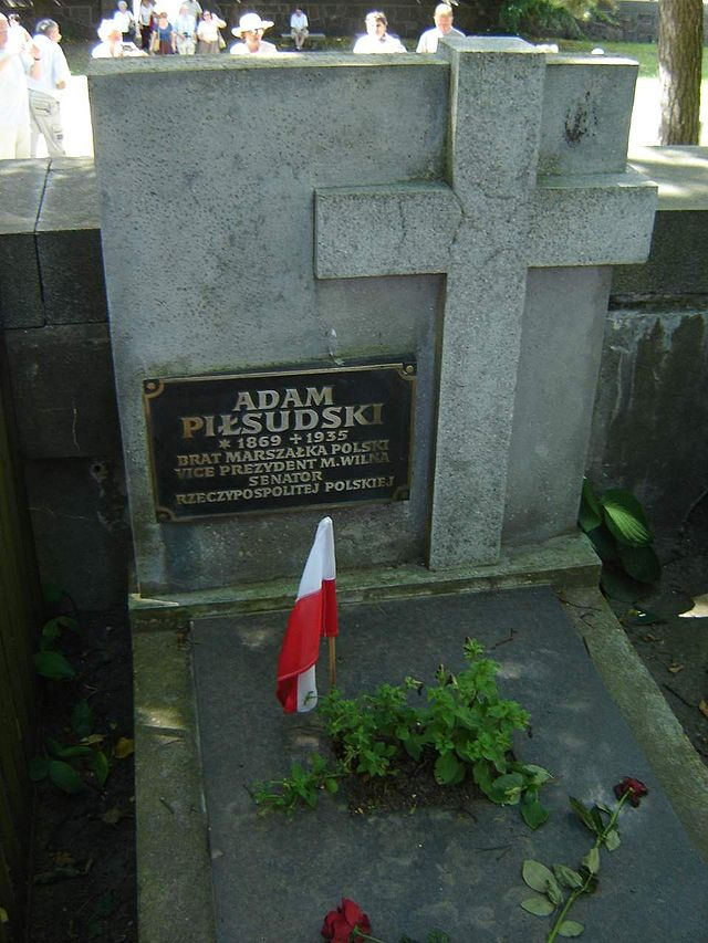 Tomb_in_Rasos_Cemetery_in_Vilnius,_Lithuania